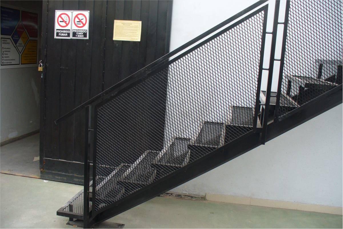 Pasamanos de hierro para escaleras verphpsrcud with - Escaleras de hierro ...